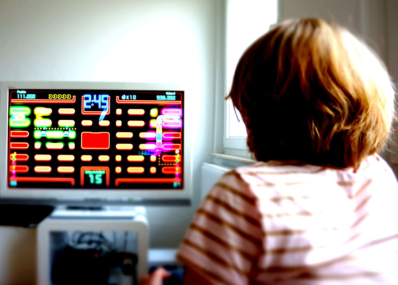 a research on the negative effects of playing video games on the behavior of children A new study suggests a dose-response relationship among playing violent video games and aggressive and hostile behavior, with negative effects accumulating over time.